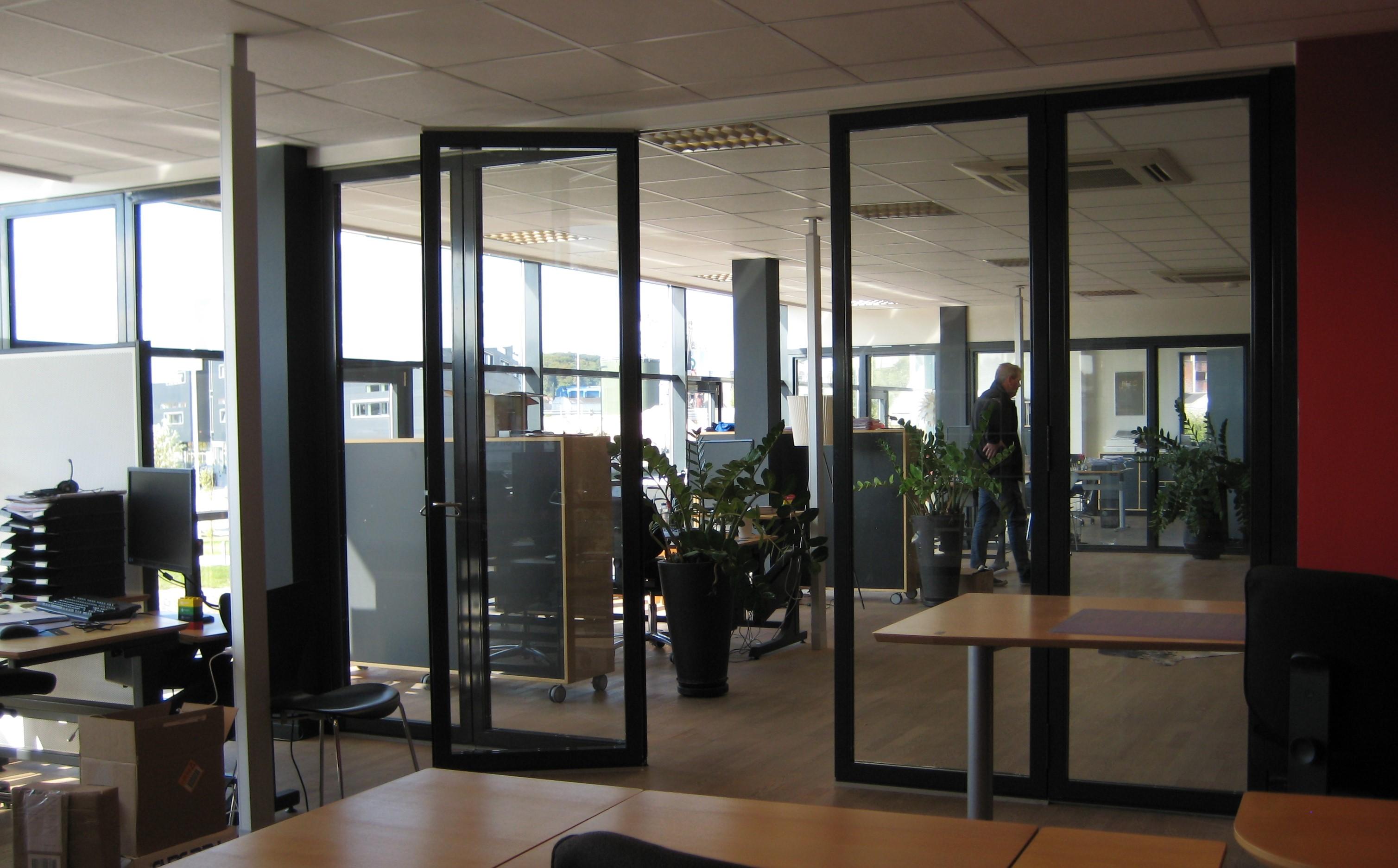 Foldevægge - Foldedøre - Glasfoldevægge - Dianaflex ApS